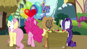 Twilight's friends walk to the castle S5E03