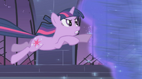 Twilight jumps into the whirlwind S1E02