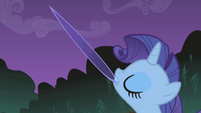 Rarity brandishing a serpent scale S1E02