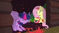 Twilight shaking off tomato paste S5E23