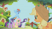 Applejack marshaling her friends S1E10