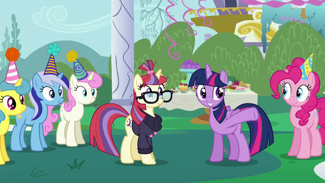 File:Twilight gestures toward Spike S5E12.png