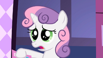 Sweetie Belle by the door S2E05