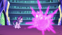 Twilight teleports out of the throne room S6E21