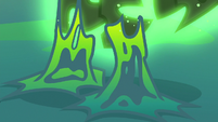 Changeling slime melting off of Thorax's hooves S6E26