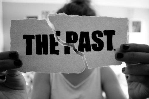 "File:Broken ""The Past"" sign.jpg"