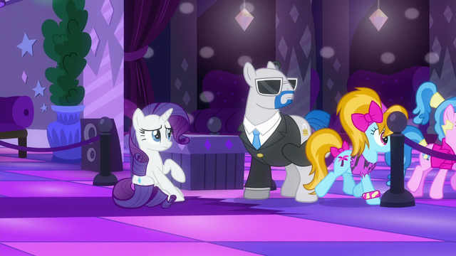 File:Rarity sees teenage ponies entering the dance floor S6E9.png