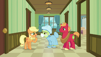 """Young Applejack """"just wait here one second"""" S6E23"""