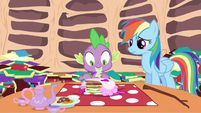 Spike notice apron S2E21