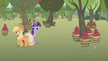 "Applejack ""harvestin' time"" S1E04.png"
