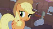 Applejack looking at her family S5E20