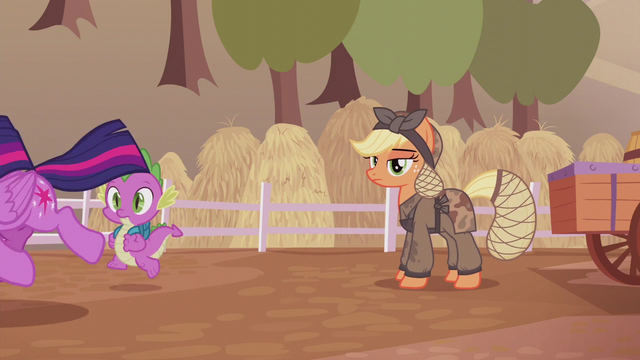 File:Twilight and Spike run away from Applejack S5E25.png