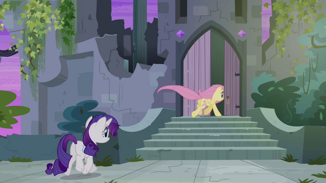 File:Fluttershy and Rarity enter castle S4E03.png
