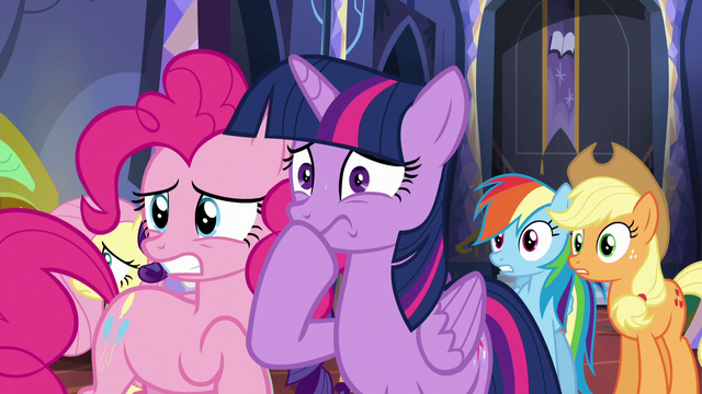 File:Pinkie and Twilight nervous S5E11.png