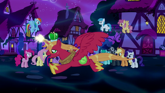 File:Alicorn Big McIntosh flies past the crowd S5E13.png
