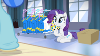 Rarity applauding Sapphire's performance S4E19