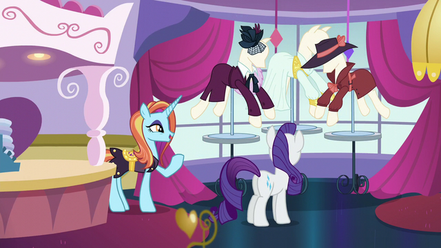 File:Rarity placing the mannequins S5E15.png