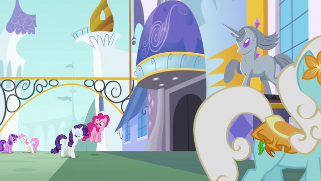 File:Pinkie Pie and Rarity enter Canterlot S6E12.png