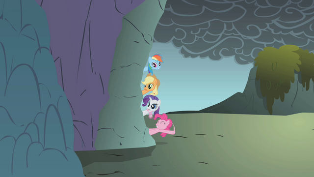 File:Pinkie Pie waving S01E07.png