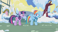 Rainbow Dash apologizes to Twilight S1E11