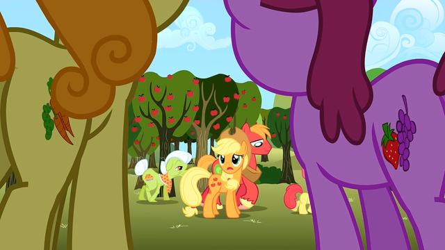 File:Apple family sad S02E15.png