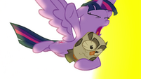 Twilight escapes the library with Owlowiscious S4E26