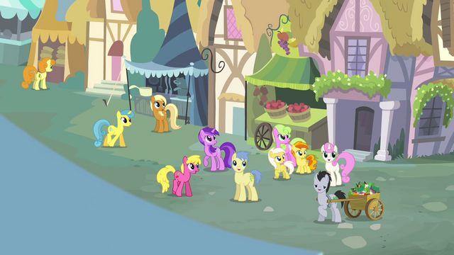 File:Crowd of ponies singing S4E12.png