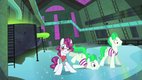 Henchponies slipping on icy floor S4E06