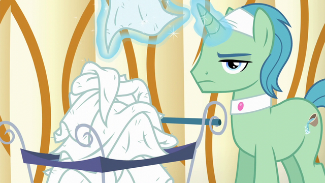 File:Spa Worker removes towel from his face S6E10.png