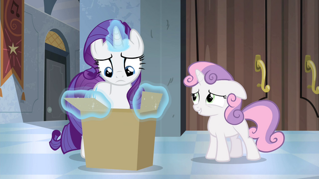 File:Sweetie Belle gives the box back S4E19.png