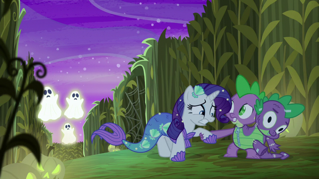 File:Spike helps Rarity up S5E21.png