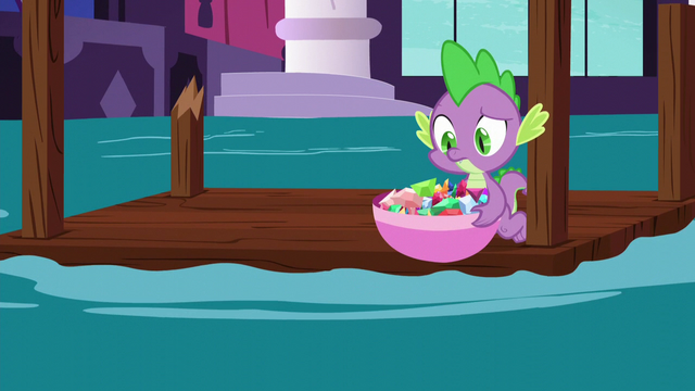 File:Spike picks up a bowl of gems S5E10.png