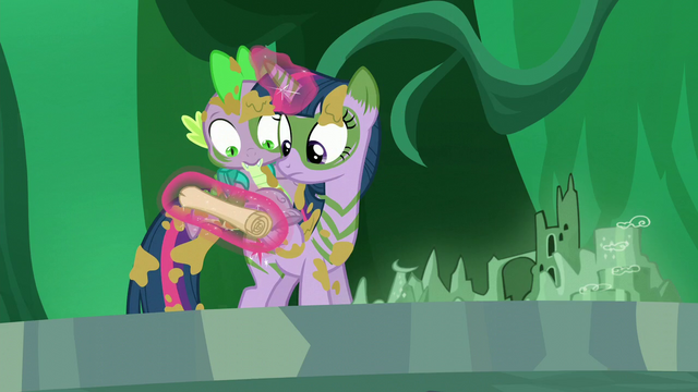 File:Twilight and Spike looks at the scroll S5E26.png