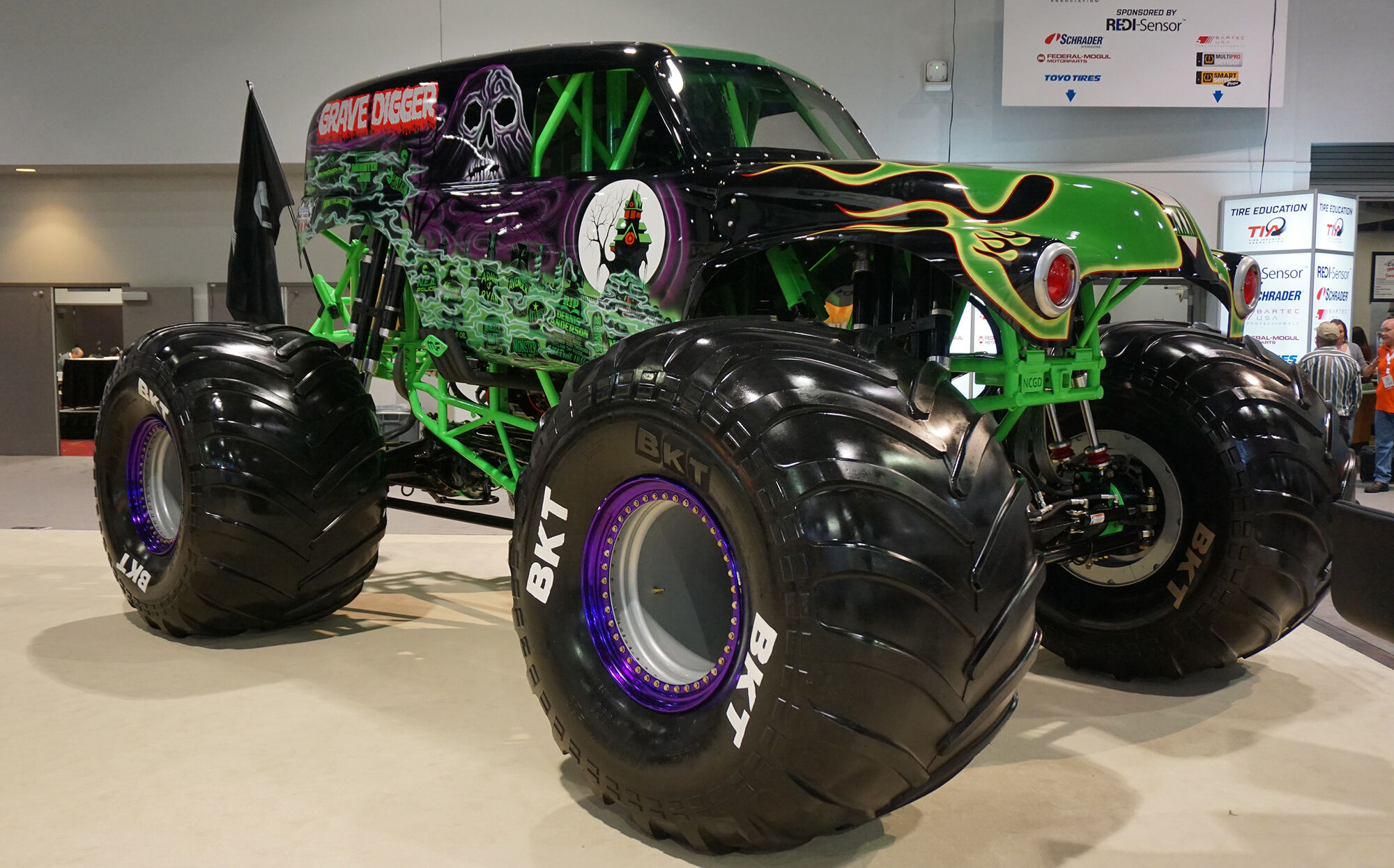 grave digger 23 monster trucks wiki fandom powered by wikia. Black Bedroom Furniture Sets. Home Design Ideas