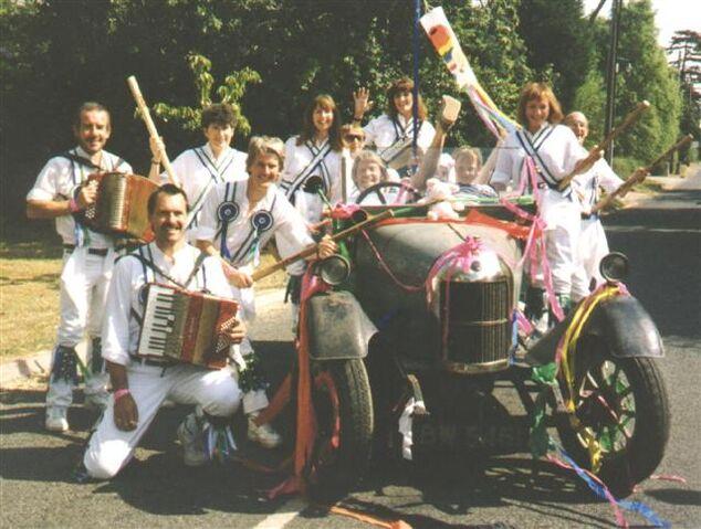 File:Bullnose Morris (Team & Car) (Small).JPG