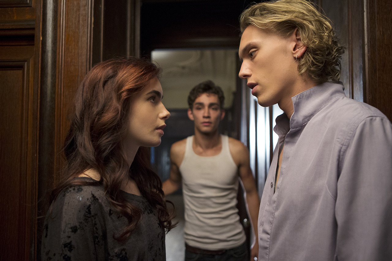 Clary and Jace interrupted by  Jace And Clary Lily Collins And Jamie Bower Kiss