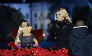 Reese Witherspoon 2015 tree lighting 2