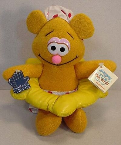 File:Applause1989BabyFozziePiratesTubToy.jpg