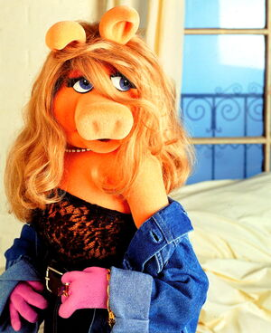 Miss-piggy-shoulder