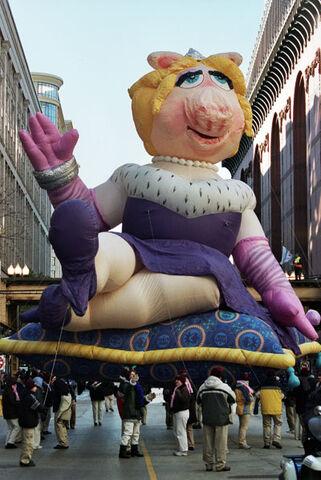 File:Piggy-Balloon.jpg