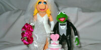 Wedding of the Century Kermit and Piggy Action Figure Set