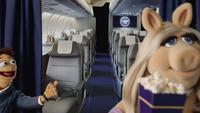 Lufthansa-MissPiggy-(April2014)-06