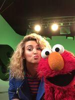 ToriKelly-Elmo