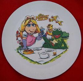 Deka plastic muppet picnic plate daryl cagle