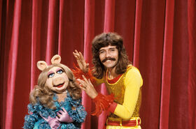 Doug Henning and Miss Piggy