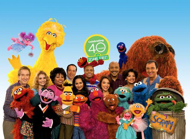 File:Season 40 Cast.jpg