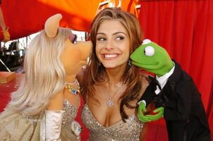 Maria Menounos and Kermit The Frog