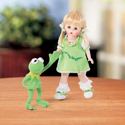 File:Lenox-Madame-Alexander-Wendy-Loves-Kermit-2006.jpg