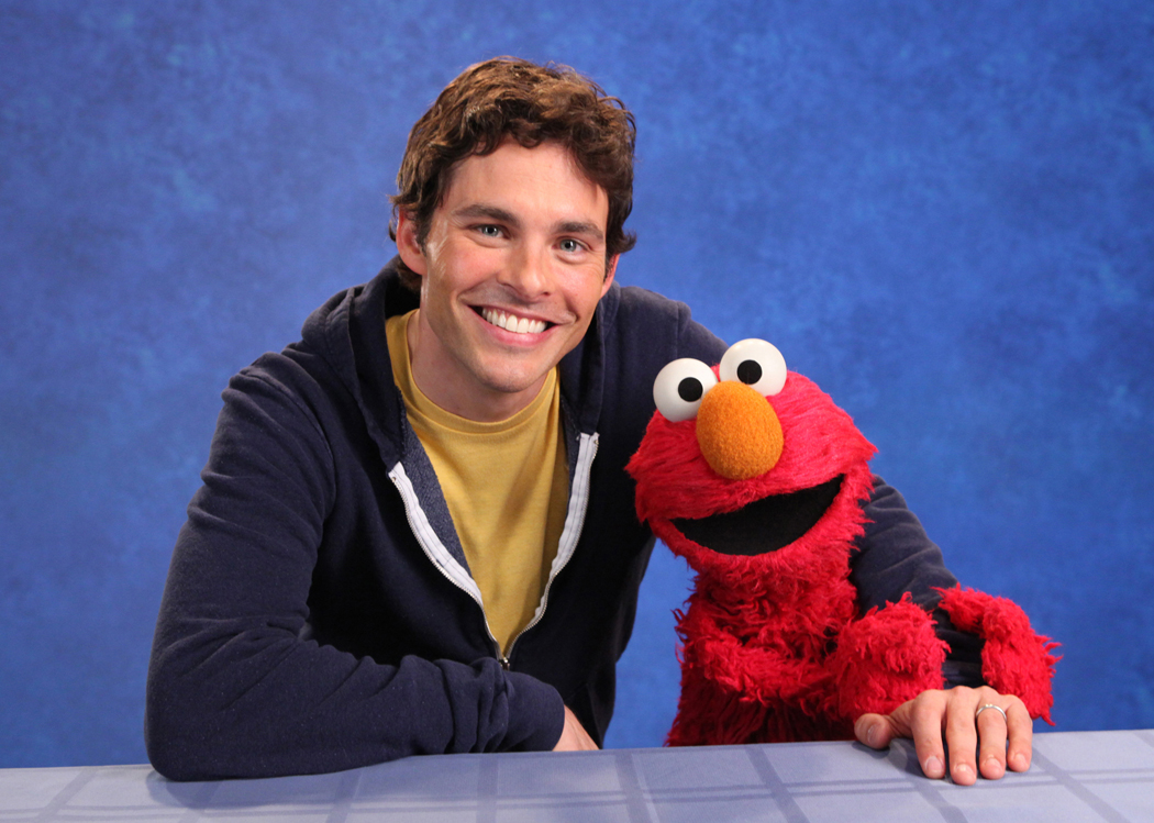 Is He Married Why Called Spyder together with Australian Broadcasting Corporation besides Arthur Ashe furthermore Ma Bear as well Folge 2424. on oscar sesame street christmas