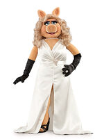 MissPiggy-WhiteDress-(2011-2012)